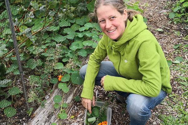 Photo of Nina Osswald doing some gardening