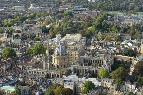 Aerial photo of Oxford city centre and surrounding areas
